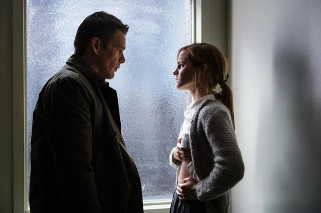 画像: ホーク演じる刑事が、ある少女暴行事件の調査に乗り出す