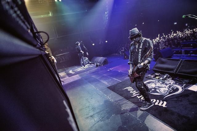画像2: 唯一無二のバンドの底力がスクリーンを通して伝わって来る