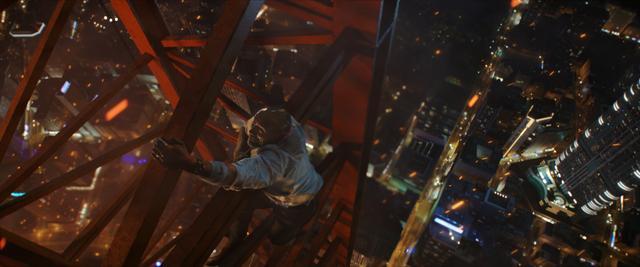 画像2: 炎の塔と化した史上最大最長のビルにD・ジョンソンが突っ込む!