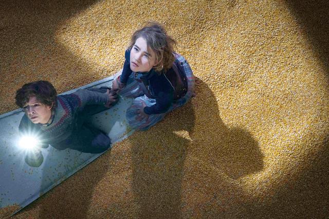 """画像: 子どもたちは""""何か""""から逃れるためトウモロコシのサイロに落ちたが…"""