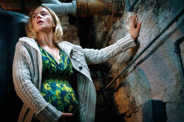 画像: 妻エヴリンは妊娠中で出産を間近に控えている