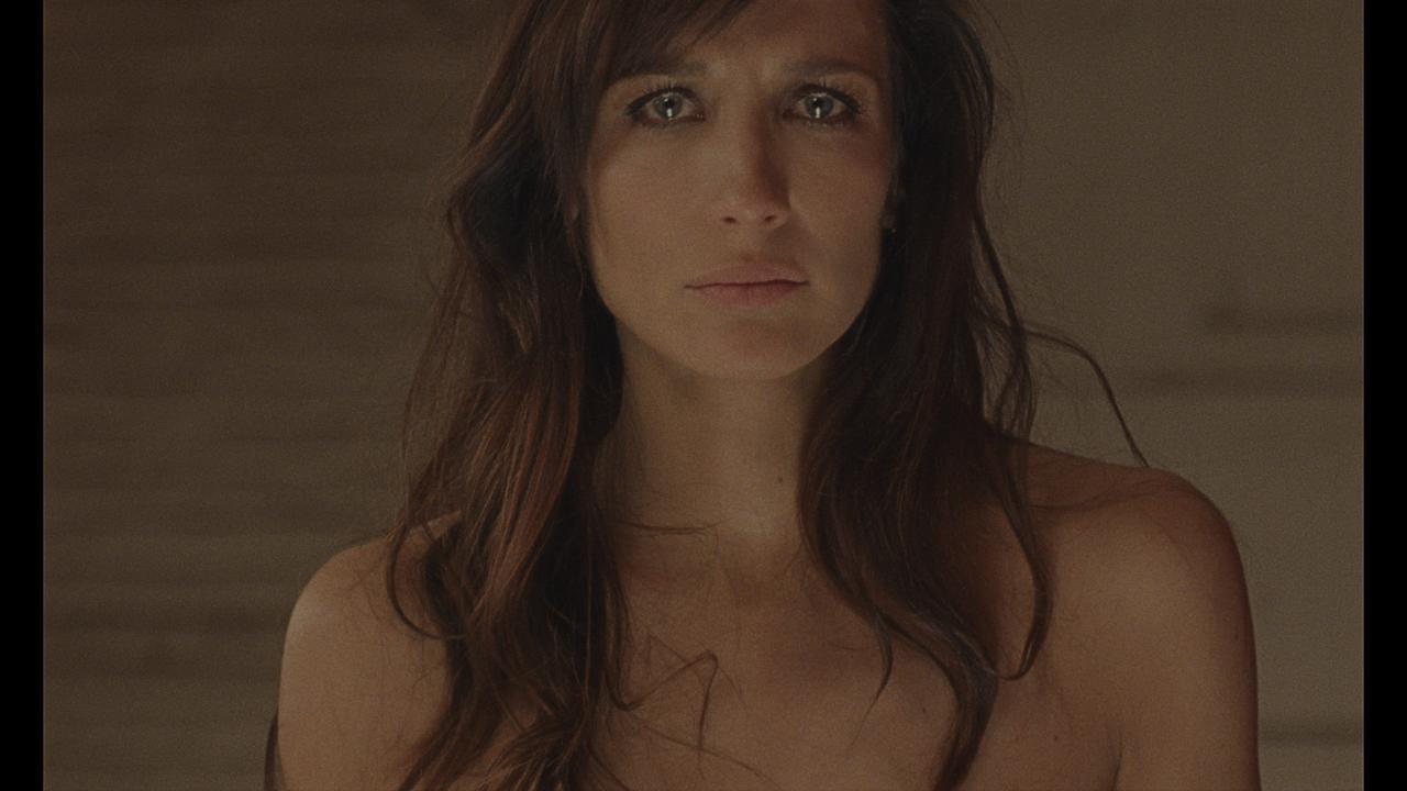 画像2: 不法移民女性が経験する悪夢の一夜とは? 各国の映画祭で話題の問題作『MOST BEAUTIFUL ISLAND』公開決定