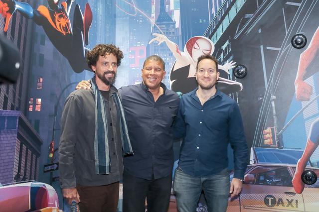 画像: 監督のボブ・ペルシケッティー、ピーター・ラムジー、ロドニー・ロスマンの3名
