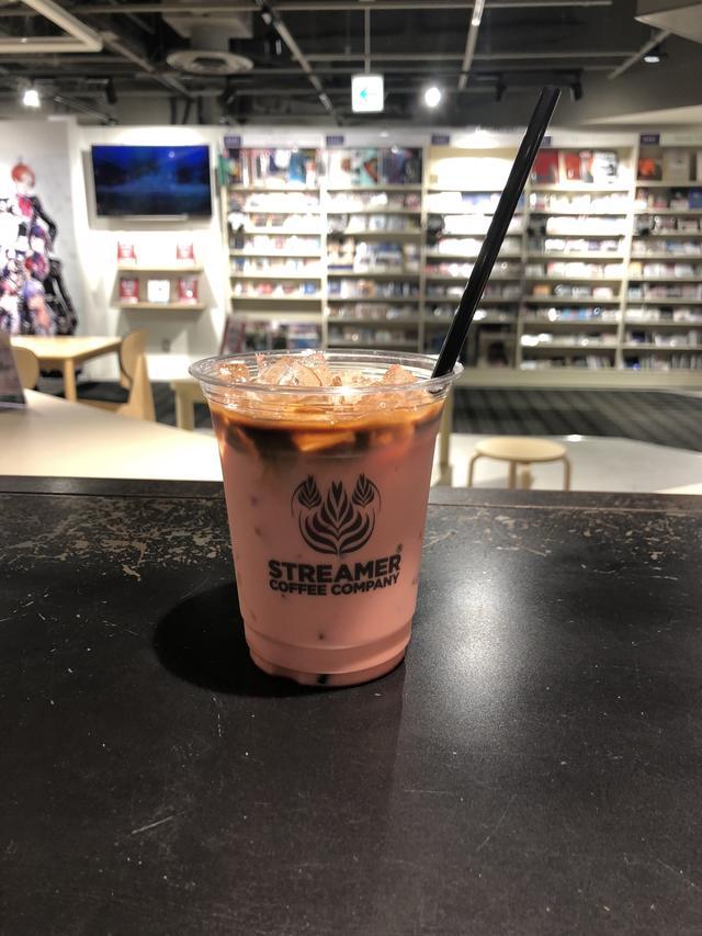 画像2: 東京・渋谷に英国俳優カフェがOPEN! アンセル・エルゴート、タロン・エガートンの等身大パネルが登場