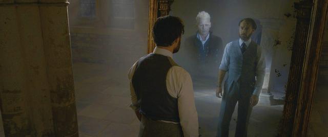 """画像: みぞの鏡は見る者の """"強い願望""""を映し出す"""