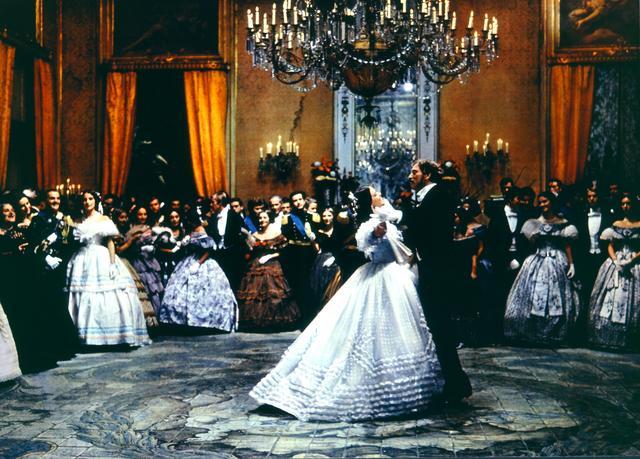 画像: 舞踏会の場面が復活した 2004 年公開の「山猫イタリア語・完全復元版」