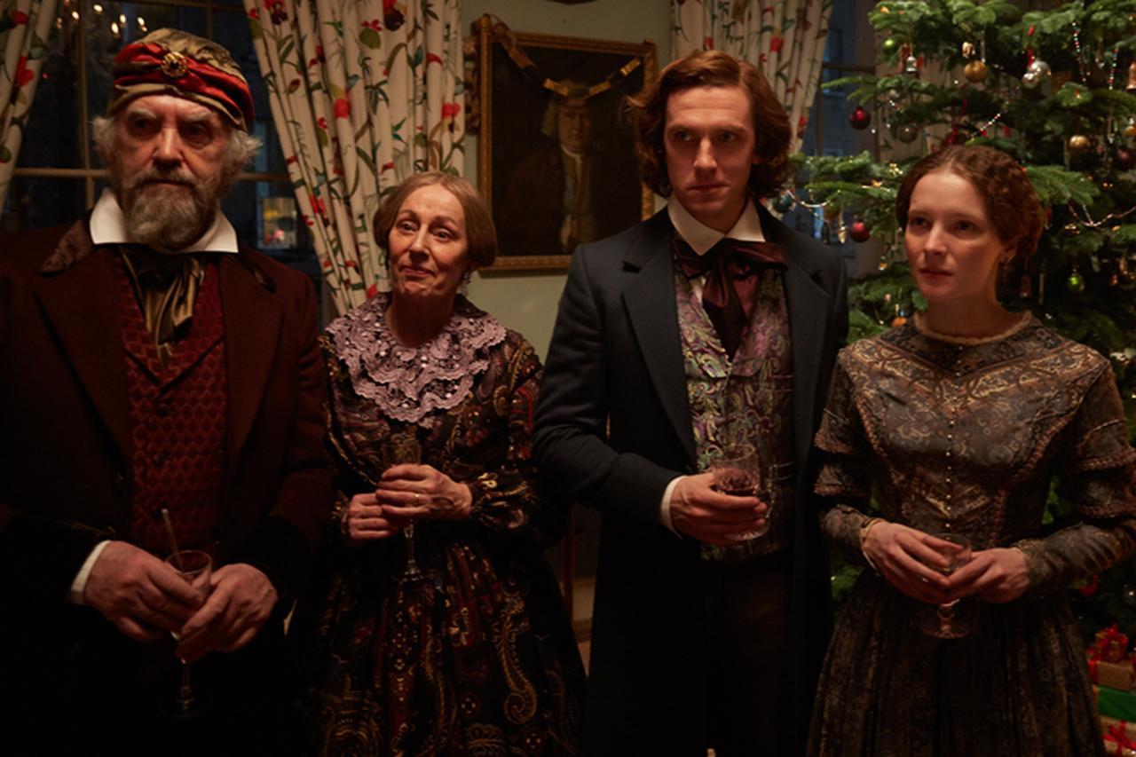 画像: 落ち目の作家ディケンズは、再起を懸けてクリスマスが題材の小説に着手