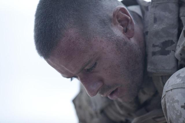 画像: 一歩でも動けば即死! 砂漠に取り残された男の恐怖 「ALONE/アローン」6月16日公開 - SCREEN ONLINE(スクリーンオンライン)