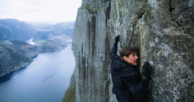 画像: 06:断崖絶壁でのクリフハンガー