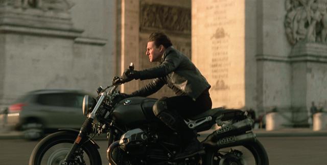 画像: 02:衝突ギリギリのバイクスタント