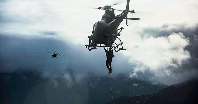 画像2: 04:ヘリのロープから垂直落下