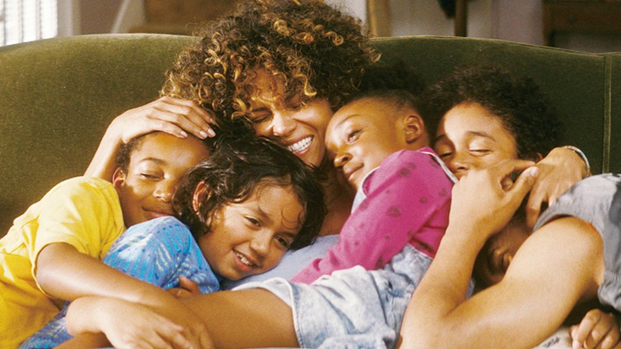 画像: ハリー・ベリーが子どもたちを救うホストマザー役に