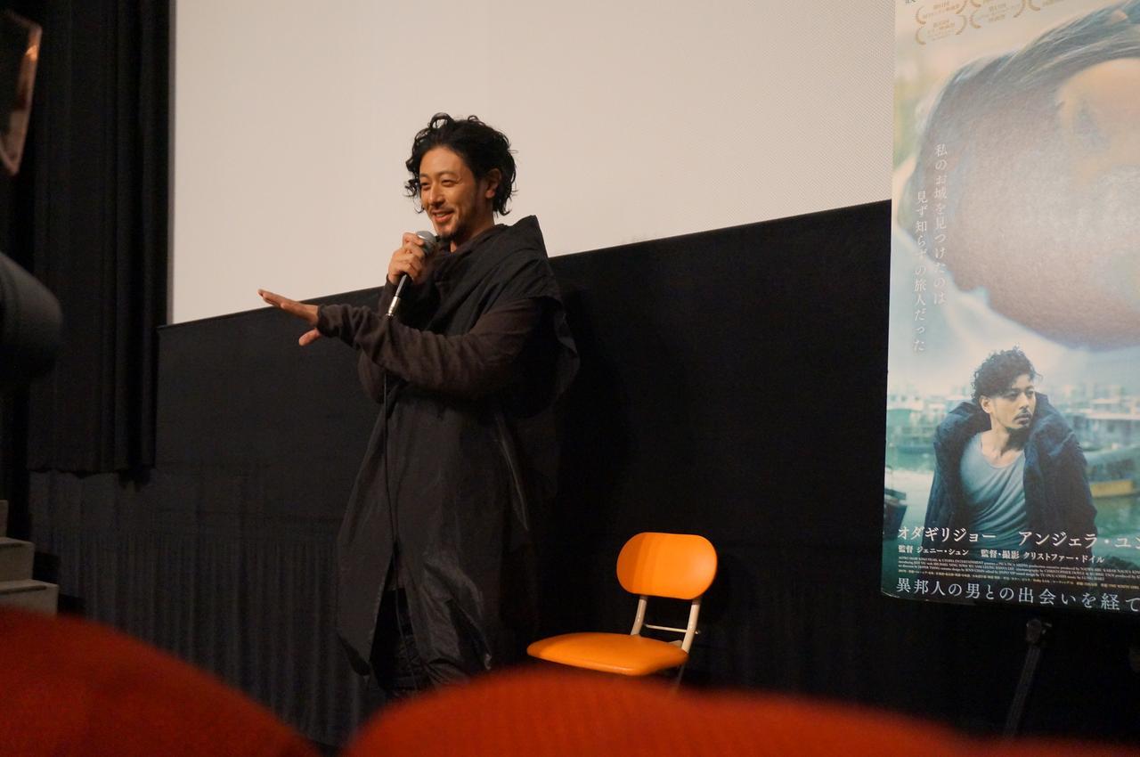 画像1: 『宵闇真珠』初日舞台挨拶で オダギリジョーがクリストファー・ドイルとの撮影を振り返った