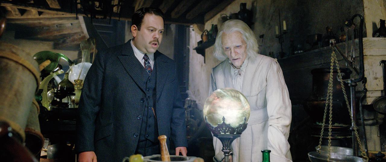 画像: ニコラス・フラメルを演じたホドロフスキー(右)