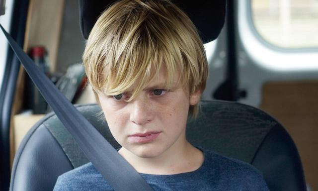 画像: 父親の狂気が11歳の少年を追いつめる! 家族映画史上、最強の緊張感で描かれる衝撃作『ジュリアン』予告編解禁 - SCREEN ONLINE(スクリーンオンライン)