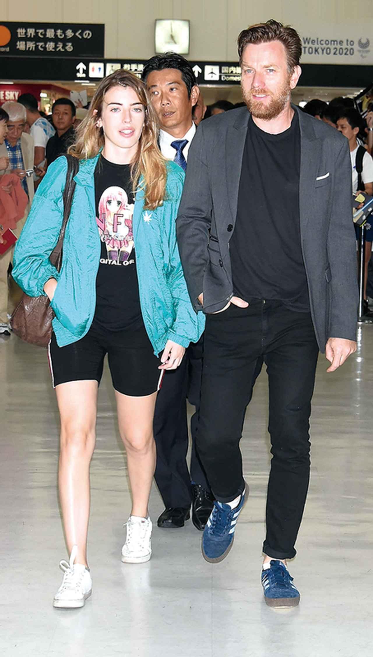画像: 娘と一緒に初来日!ユアン・マクレガーは空港でのファンの出迎えに感激