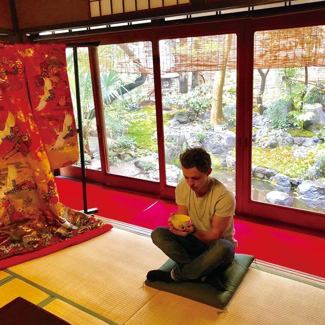 画像: 休日は京都でひとり静かに抹茶をたしなみご満悦 Tom Holland(@tomholland)インスタグラムより