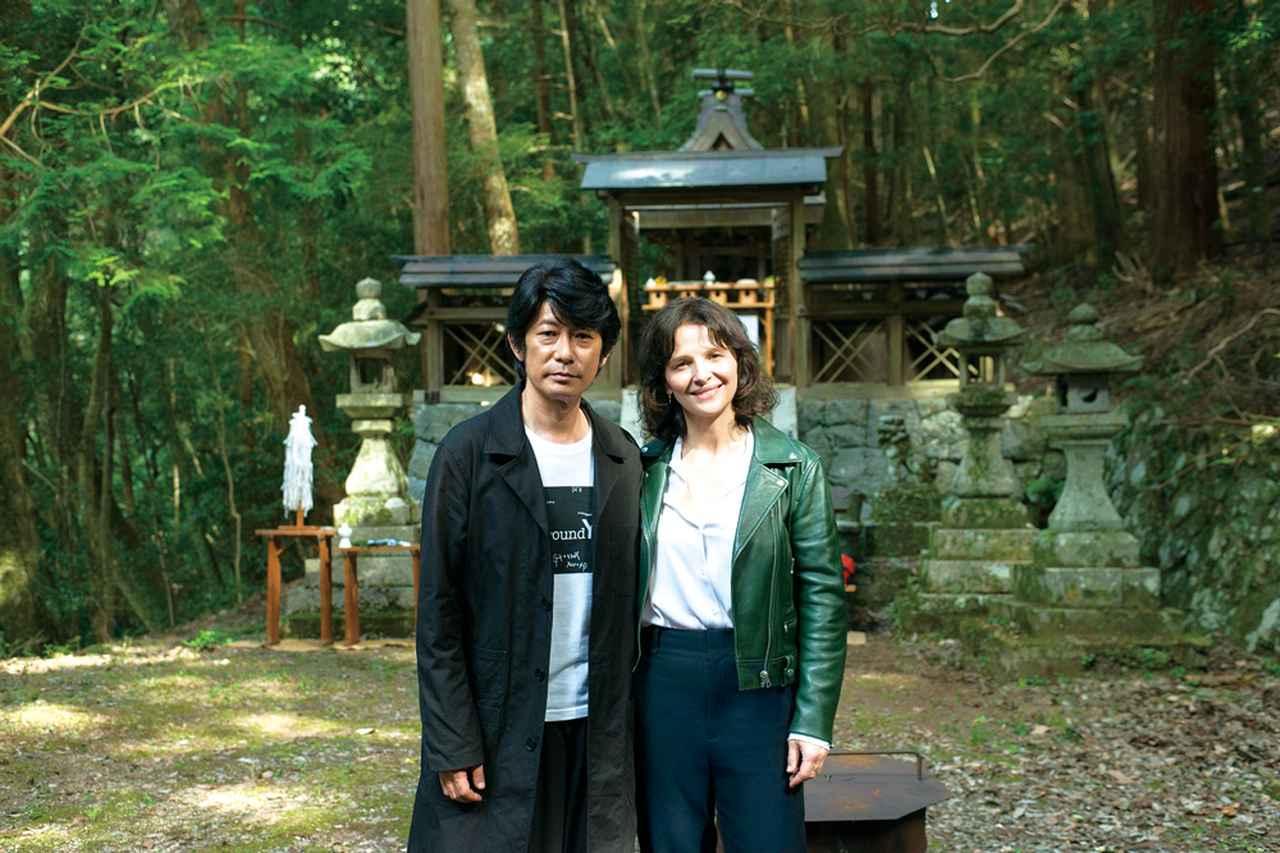 画像: 昨年撮影で奈良の談山神社を訪れたジュリエット・ビノシュ