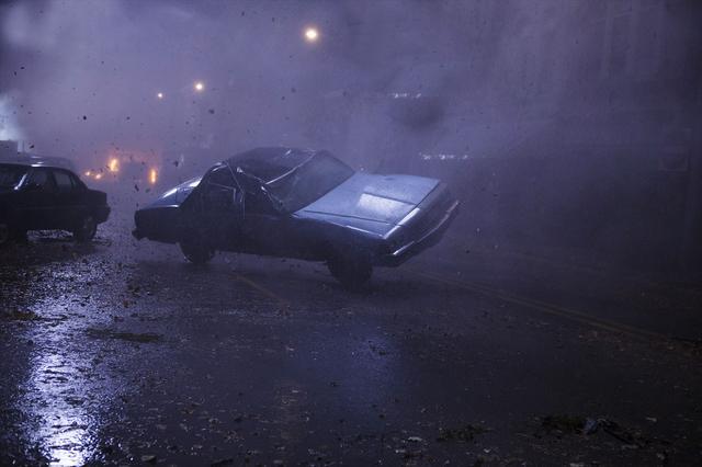 画像: ハリケーンを再現するために一番必要なものは、、、大量のゴミだ!