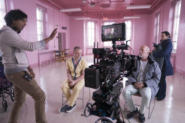 """画像5: M.ナイト・シャマランが仕掛ける『アンブレイカブル』の""""その後""""『ミスター・ガラス』がついに完成。 キャストや監督のオフィシャルインタビューを紹介する!"""