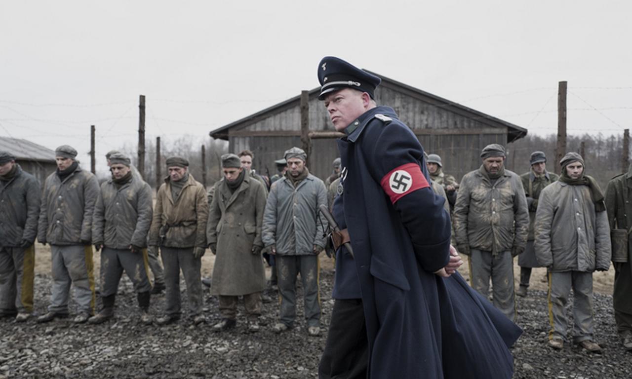 画像: 大尉になりすました脱走兵は行く先々で残虐行為に走る