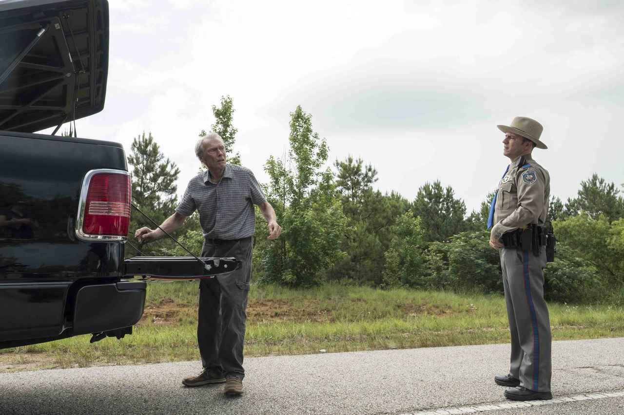 """画像2: 大量のドラッグを運ぶ""""伝説の運び屋""""に警官が迫る!"""