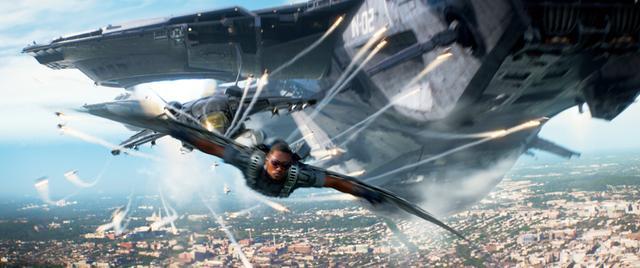 画像: 空飛ぶヒーロー、ファルコンが初登場