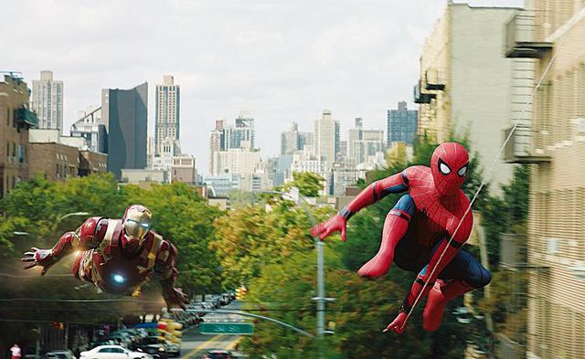 画像: 16:「スパイダーマン:ホームカミング」(2017年) 今度のスパイディはトニー・スタークが師匠