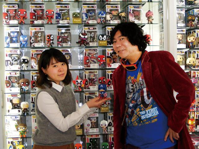 画像: 杉山さん『人気のPOP!コーナー。すごい数です!』 山崎さん『服合わせでキャップをチョイス』