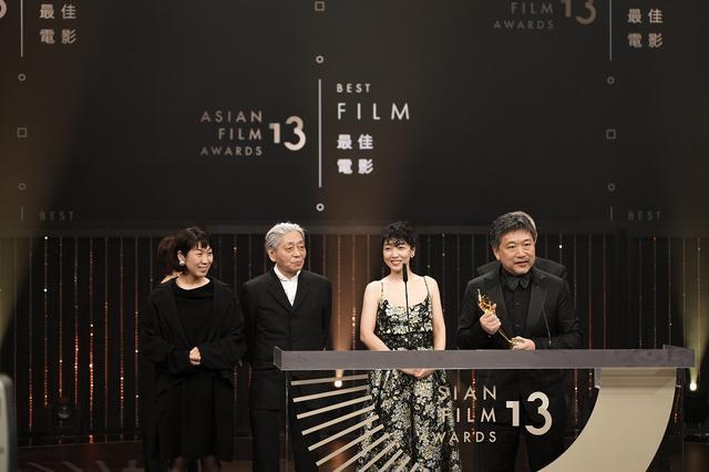 画像: 10年ぶりの作品賞受賞で是枝監督が謝意