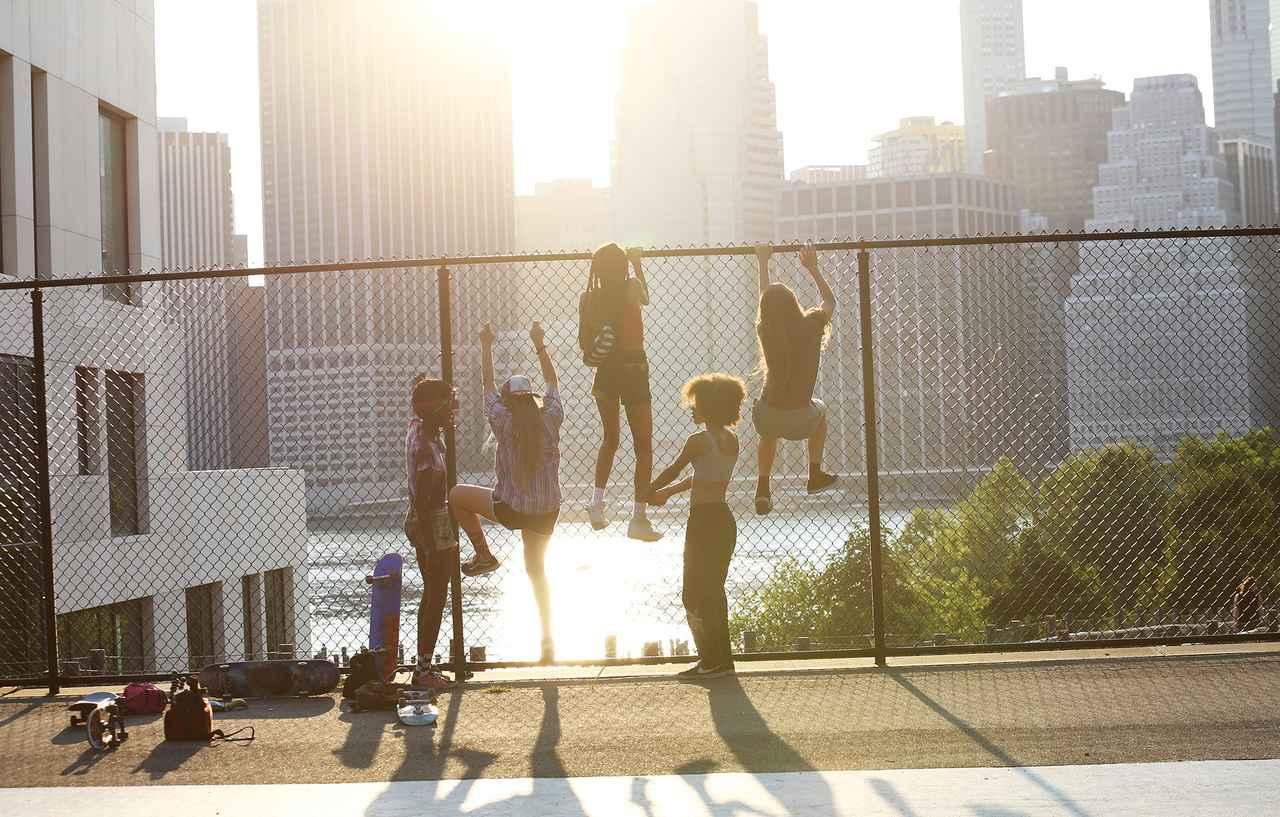 画像2: 少女スケーターたちの恋と友情を描く新たなスケボー映画が誕生