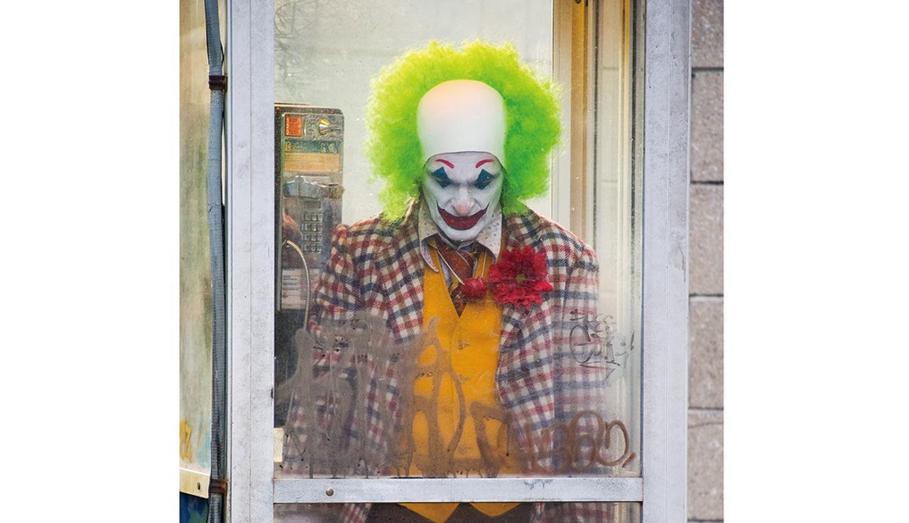 """画像: バットマンの宿敵""""ジョーカー""""の誕生をホアキン・フェニックス主演で描く「ジョーカー(原題)」"""