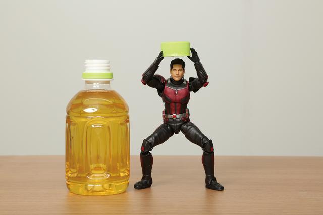 画像: 「続いて『開いた~!やっと飲めるぞ』というイメージ。2枚つなげるとさらに面白くなりますよ」