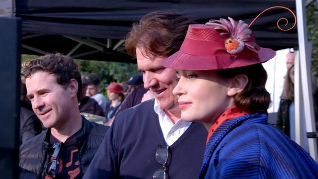画像: 「メリー・ポピンズ リターンズ」MovieNEX エミリー・ブラントが宙を飛ぶ!?メイキング映像 www.youtube.com
