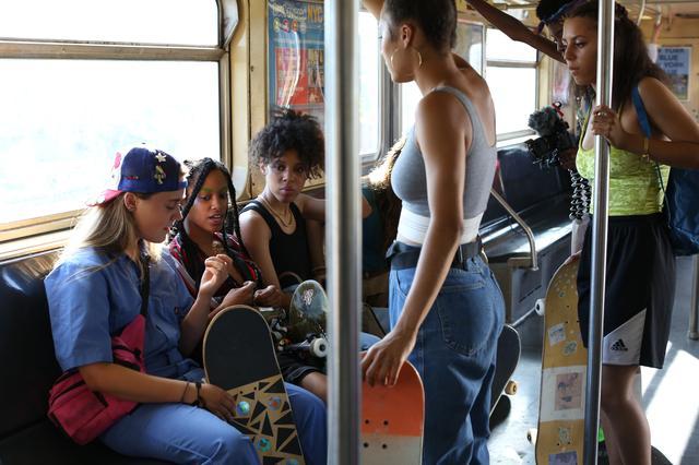 画像1: 映画を観てスケートをやり始めた女の子達が 集まってくれるようになった