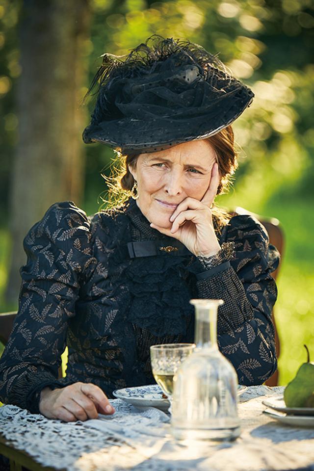 画像4: オードリー・ヘプバーンを抜擢した女性作家の半生「コレット」5/17公開