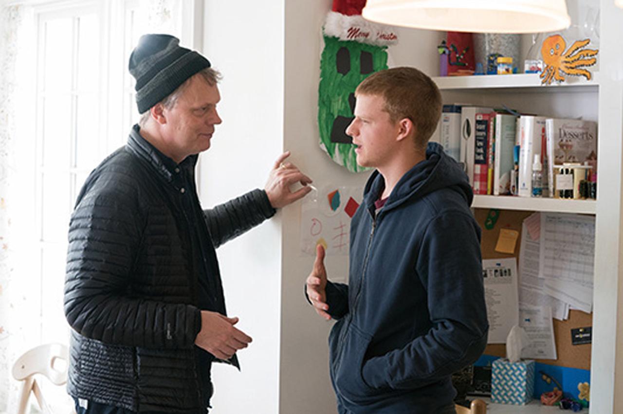 画像: 監督に演出を受けるルーカス
