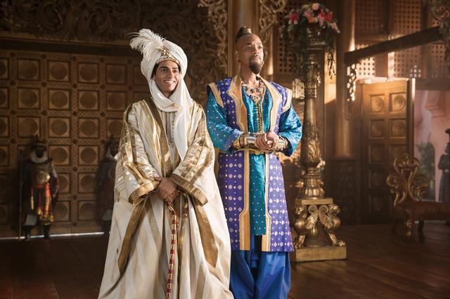 画像: ジーニーの魔法でアラジンは王子に変身しジャスミンの前に現われる