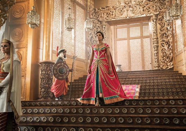 画像: 王宮で贅沢な暮らしを送るジャスミン。でも彼女が求めていたのは自由だった