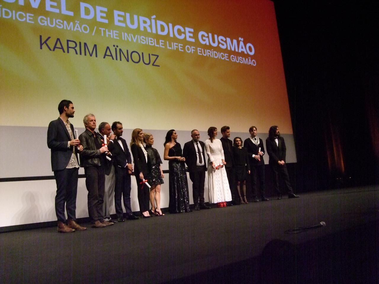 画像: ある視点部門の審査員と受賞者たち