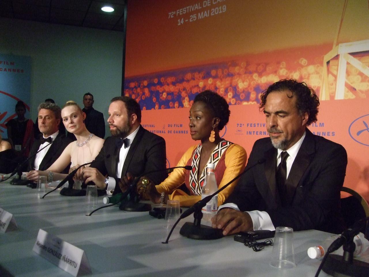 画像: イニャリトゥ監督(右端)ら審査員の面々の会見