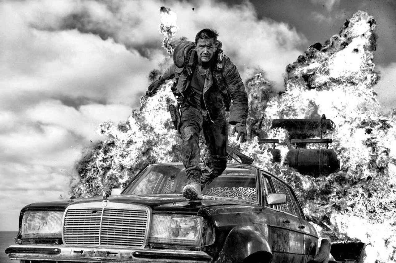 画像: マッドマックス怒りのデス・ロード ブラック&クロームエディション PG12指定 Ⓒ2015 VILLAGE ROADSHOW FILMS (BVI) LIMITED Ⓒ2016 WARNER BROS. ENT. ALL RIGHTS RESERVED