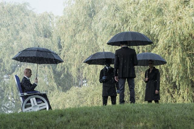 画像: 葬儀のシーンは一体誰の......?