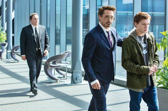 画像: 彼に代わってピーターを導いたトニー(「ホームカミング」より)