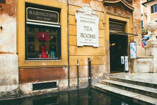 画像: チョコレートケーキが自慢のお店Babingtons Tea Rooms