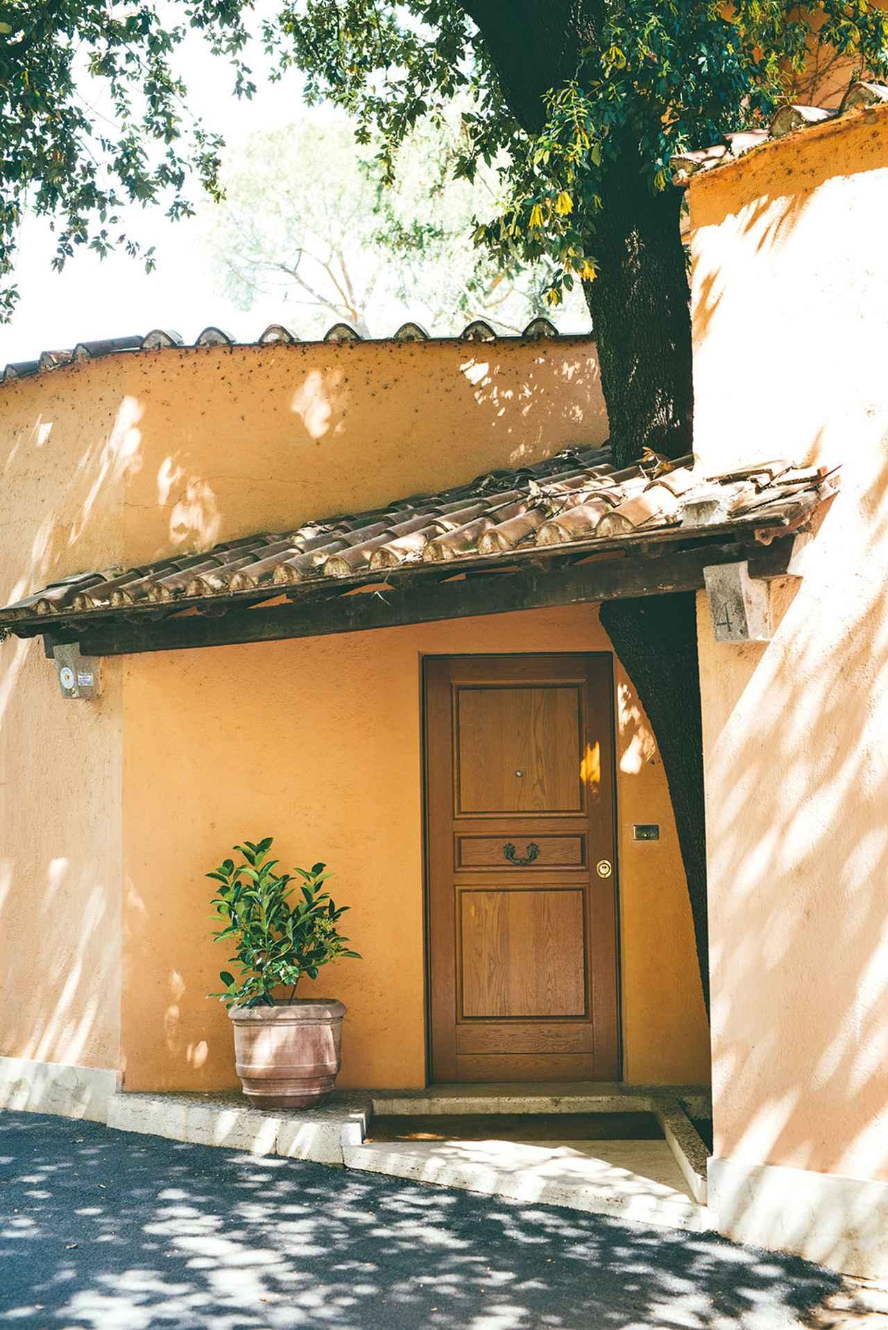 画像: ローマの家の玄関