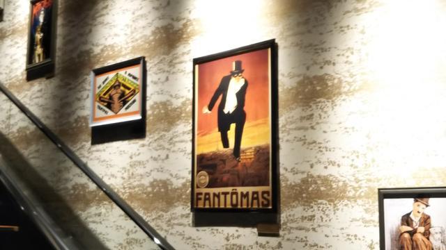 画像: 12階までは絶対エスカレーターで行こう! このポスター、展覧会レベルです