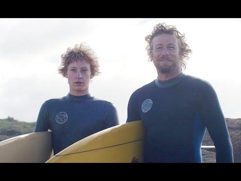 画像: サイモン・ベイカーのサーフィン映像/映画『ブレス あの波の向こうへ』 youtu.be