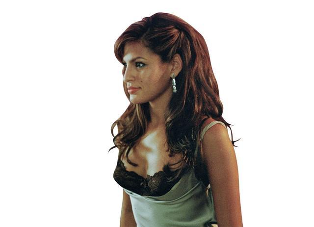 画像: 13.エヴァ・メンデス as モニカ・フェンテス
