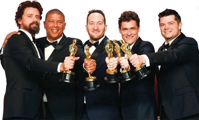 画像: 今年のオスカーで長編アニメーション賞を受賞した「スパイダーバース」チーム